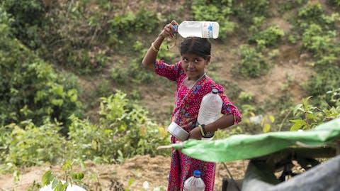 Zuiver water Bangladesh Rohingya meisje