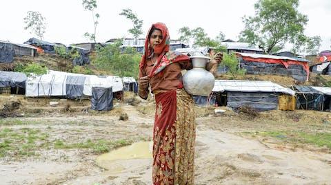 Zuiver water Bangladesh Rohingya meisje Moederdag