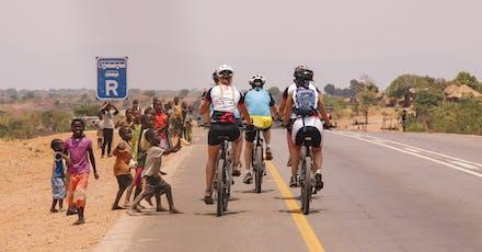 Fietsers in Zambia