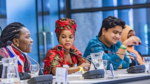Youth advocates van de Girls Advocacy Alliance in de Tweede Kamer
