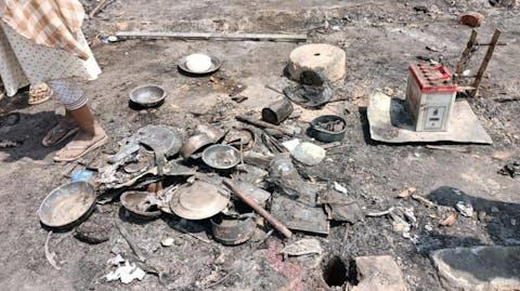 verbrande spullen in kamp Cox's Bazar Bangladesh