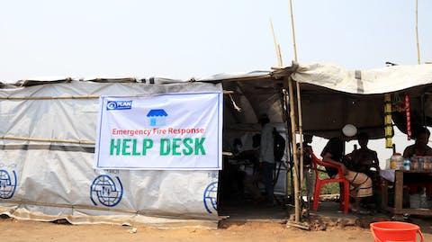 een noodhulp helpdesk in vluchtelingenkamp Cox's Bazar Bangladesh