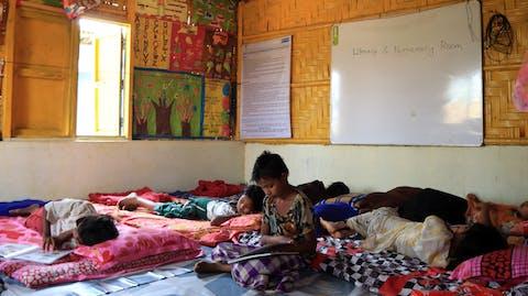kind in noodopvangcentrum vluchtelingenkamp Cox's Bazar Bangladesh